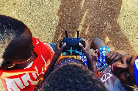 Tech Tamale | Children fly drones at Ibrahim Mahama Redclay Studio